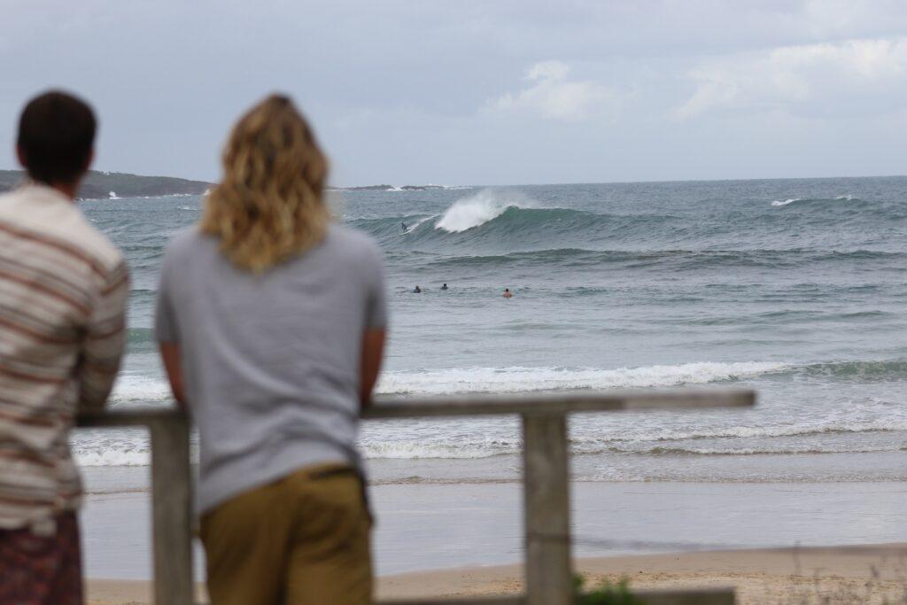 Check the spot - beginner surfer